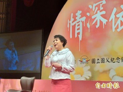 (影音)聲樂家簡文秀國父紀念館開唱 千人戴口罩跟著高歌