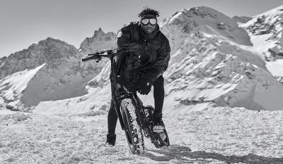 Moncler跨界電動腳踏車 能跑雪地也太猛