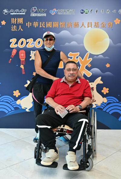 80歲陳松勇曝近況!坐輪椅喊:錢多到不知給誰