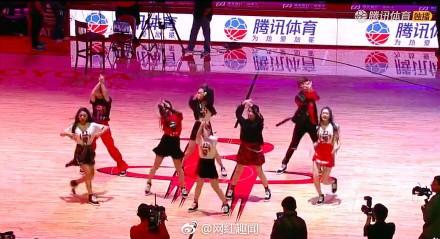 中國女團登NBA熱舞 畫面曝光網怒轟「什麼德行」