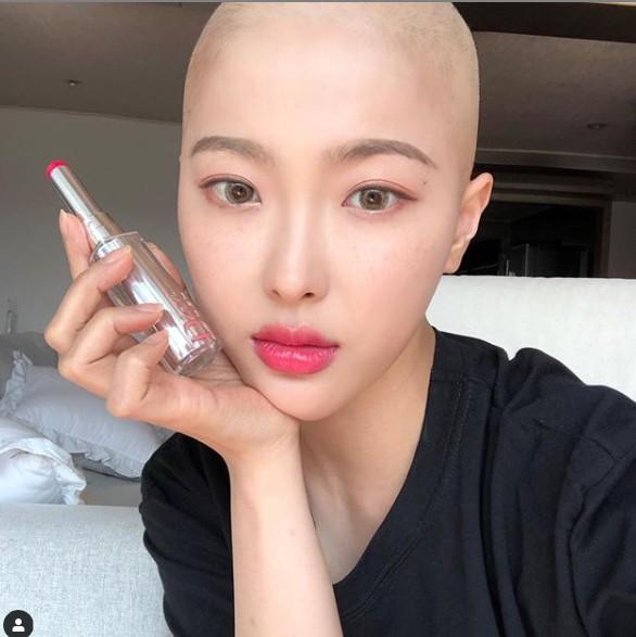 確診罹患淋巴癌 她剃頭抗病魔男友不離不棄