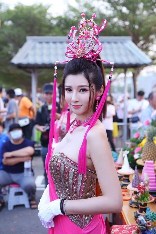 廟宇祭典驚現爆乳「仙女禮生」 網嘆:甜度上天庭- 自由娛樂