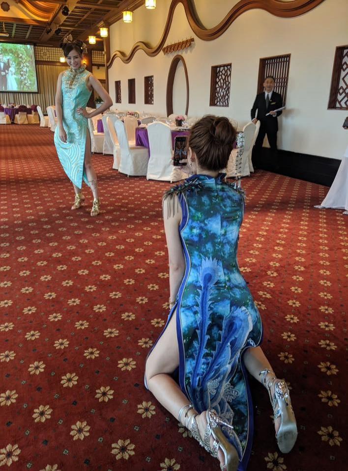 蘿莉塔穿旗袍跪地幫拍美照 網讚「這姿勢」太撩