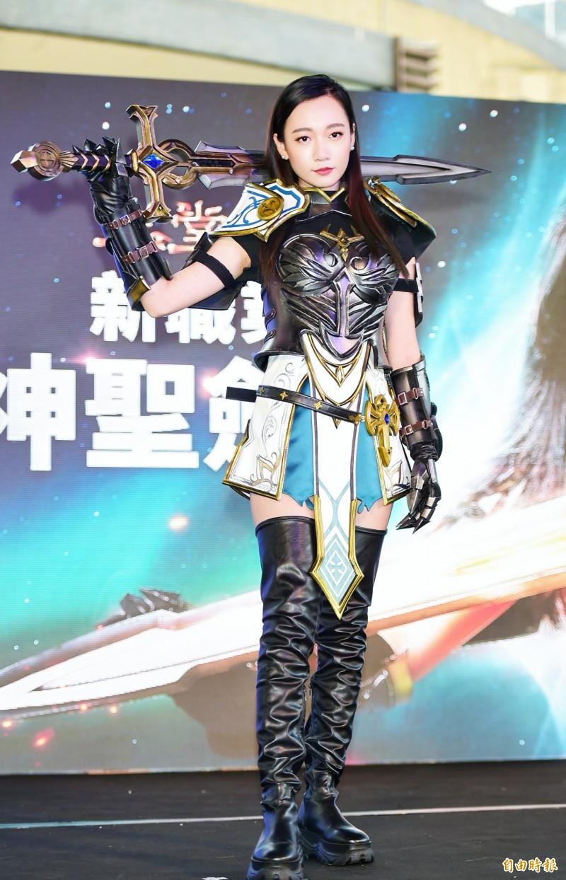 鄉民老婆吳卓源角色扮演 秀絕對領域辣翻眾人