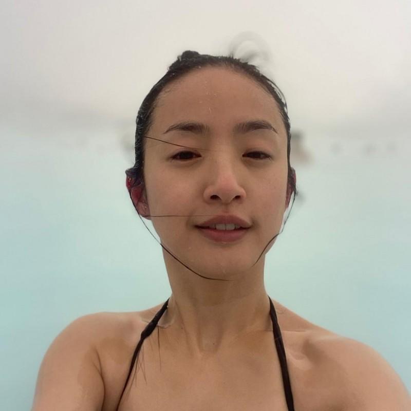 林依晨泳裝照曝光!素顏入鏡「老公視角」超閃