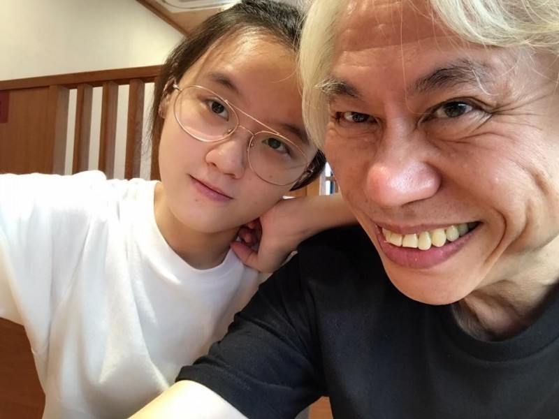 爺孫戀7年了! 63歲李坤城臉書爆喜「攜手努力打造未來」