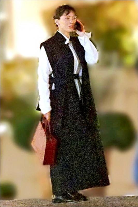 綾瀨遙慶35歲生日 外出沒戴口罩