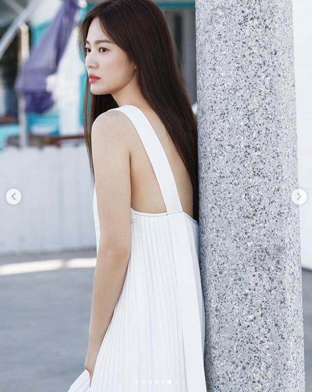 離婚後最辣!宋慧喬深V露雪乳 「男友視角」甜洩燦笑