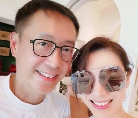 慶結婚12年 最美麗港姐同框富商尪曬幸福