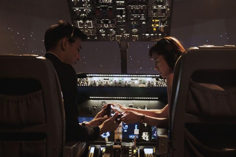 台版金宣虎機上求婚 最正空姐瞬間感動噴淚