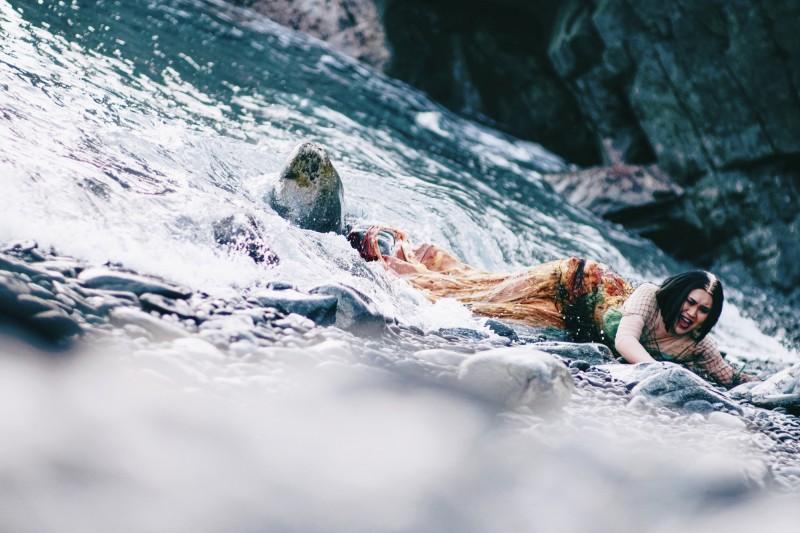 百變網紅6戰袍為跨性別發聲 頂寒流泡海水3小時失溫 - 自由娛樂