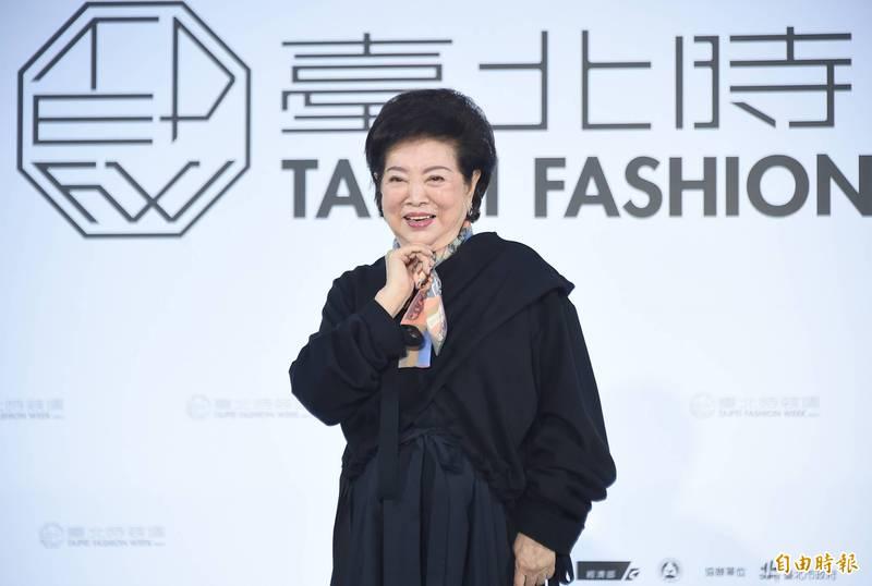 陳淑芳站台臺北時裝週 走秀「跟走路不是一樣嗎?」