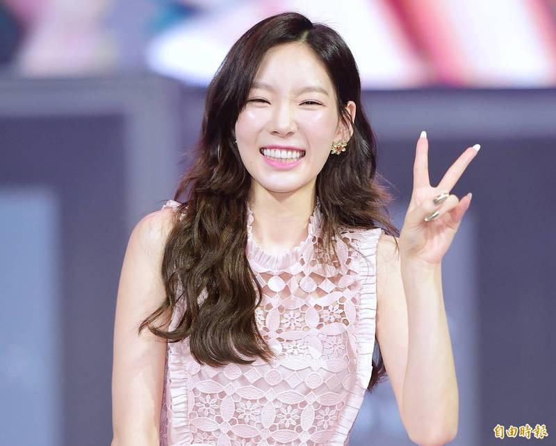 [新聞] 太妍披婚紗幸福甜笑 20萬人搶看「最美麗的新娘」