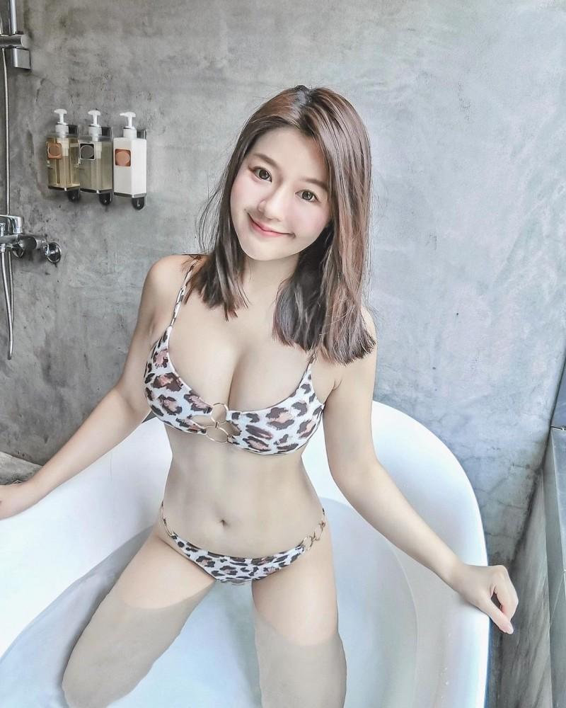 [新聞] 正妹櫃姐裸奶畫面太香豔!只穿內褲羞問: