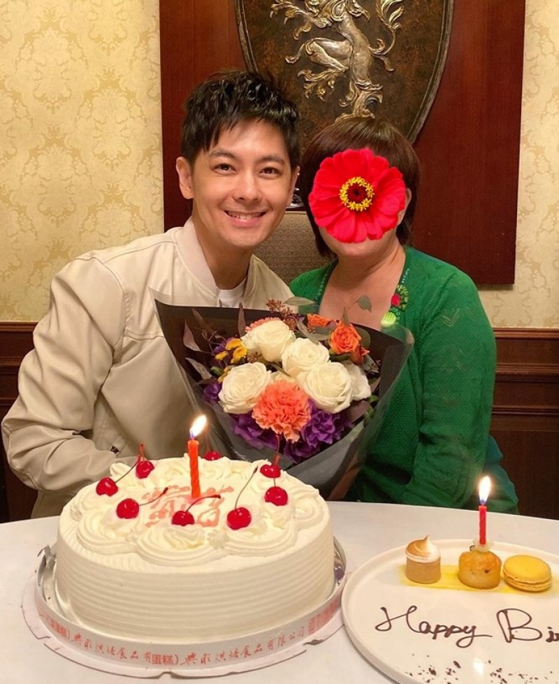 林志穎同框69歲母親慶生 原來凍齡會遺傳!