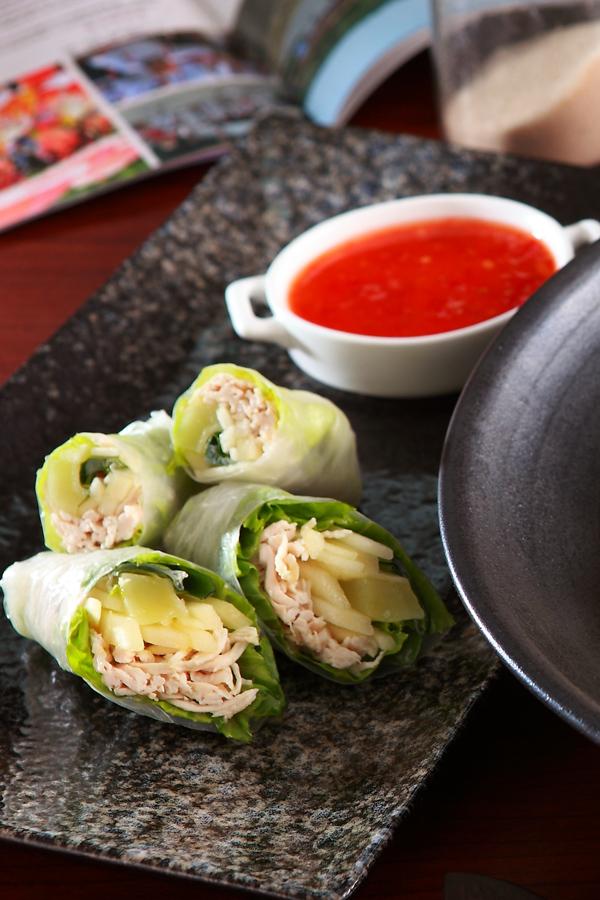 越南春捲佐泰式烤雞醬