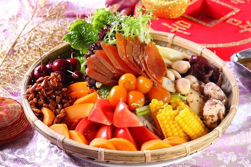 烏魚子這樣吃更清爽!和風五色蔬果沙拉盤喜氣上桌