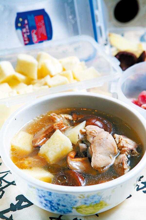 【微波爐上菜】香菇山藥雞湯
