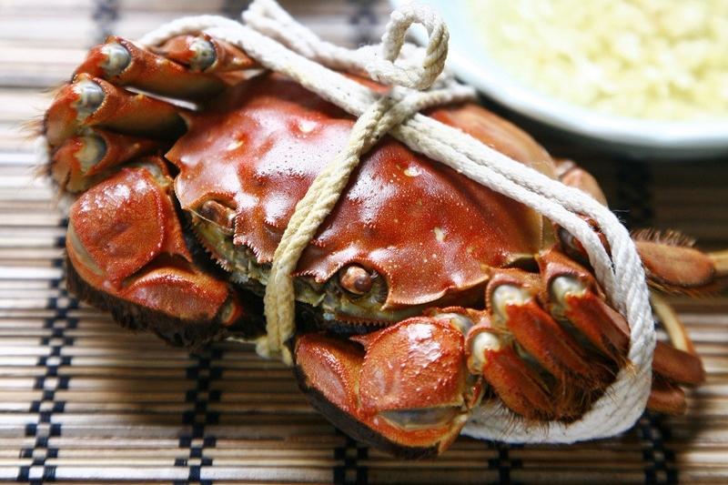 吃蟹新手必學!跟著達人的步驟,完美拆解「大閘蟹」