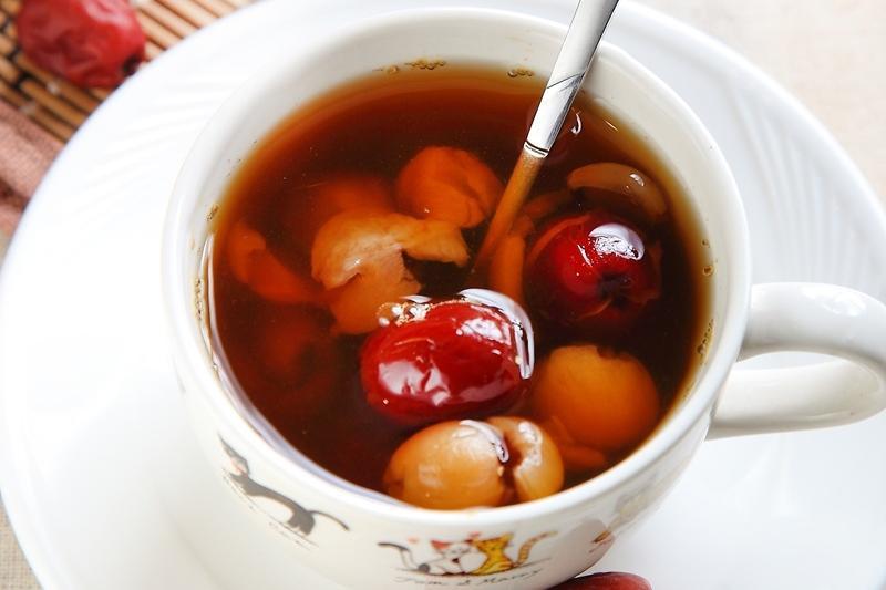冬天容易手腳冰冷?跟著中醫喝「紅棗桂圓茶」