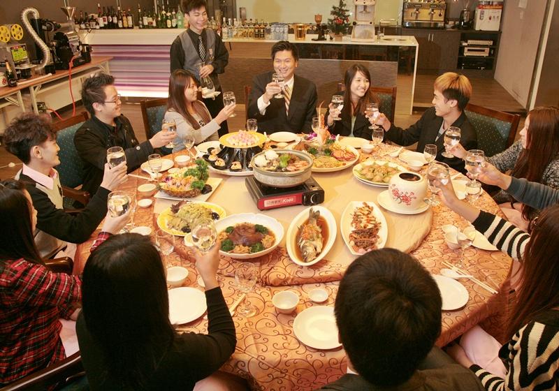 中餐禮儀:節慶宴客怎麼「坐」才正確?