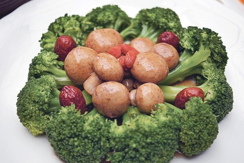 何首烏燒蘑菇花椰菜 | 養生食療素料理