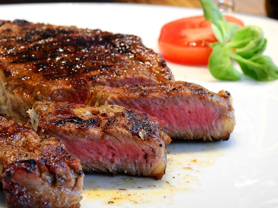 牛肉可以吃半熟,豬肉、雞肉為什麼一定要煮到全熟?