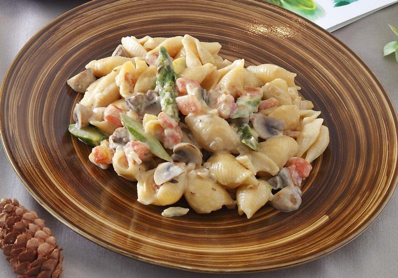 奶油蘑菇蘆筍義大利麵