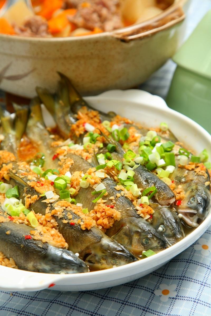 電鍋上菜 | 蒜味香魚