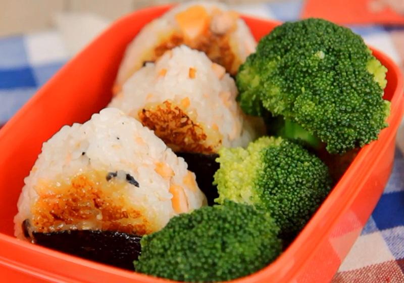 鮭魚味噌烤飯糰(影片)