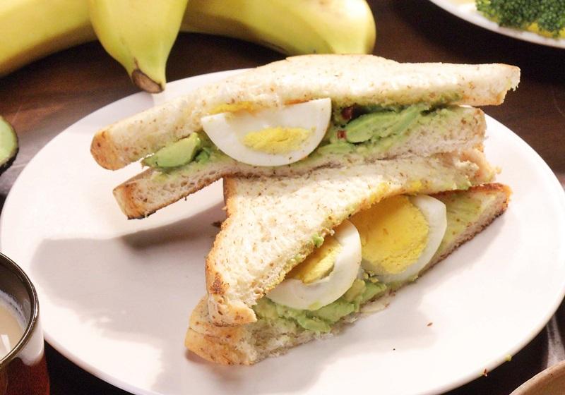健身食譜 · 雞蛋酪梨烤吐司