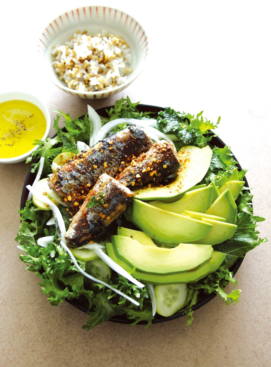 低醣料理 | 醬煮秋刀魚酪梨沙拉