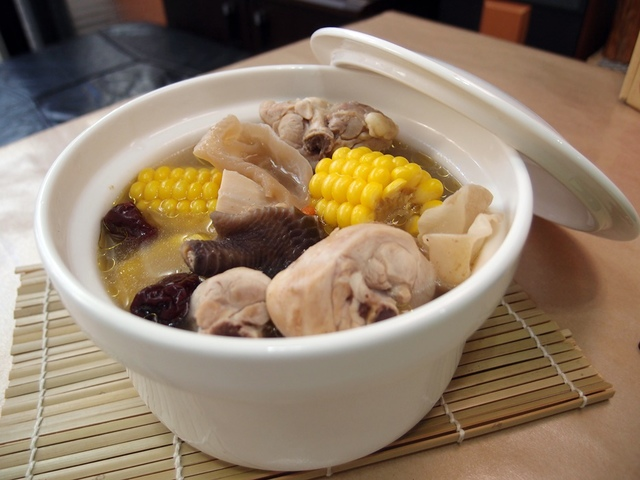 白木耳玉米雞湯
