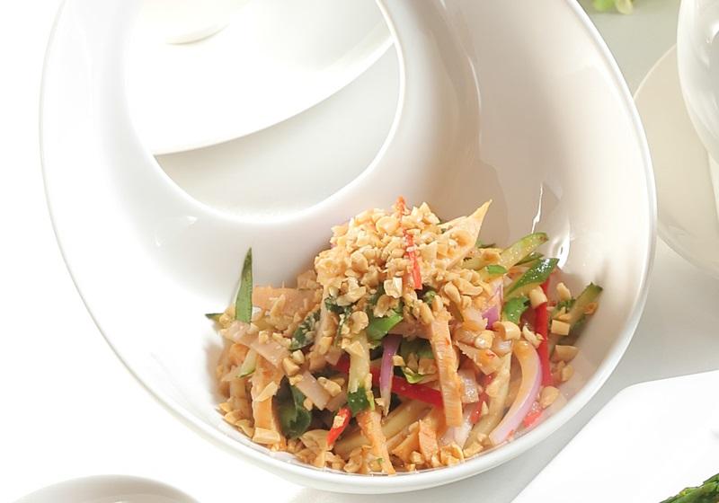 泰式燻雞拌藕絲