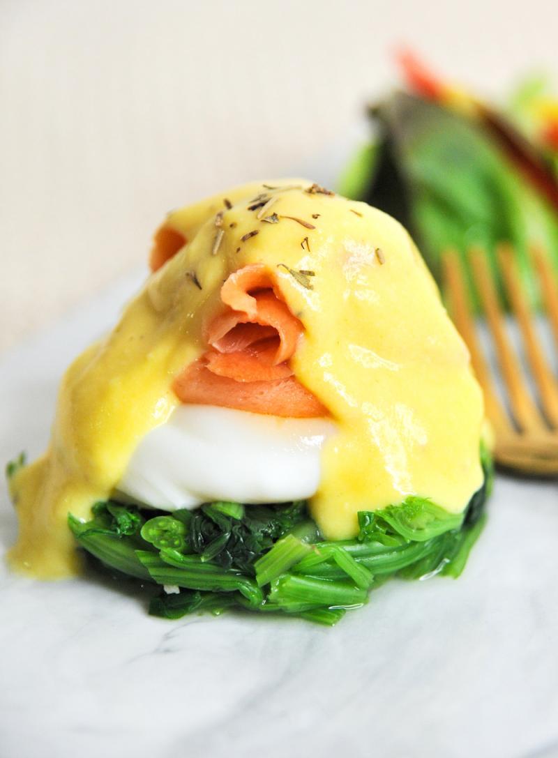 生酮食譜 │ 菠菜鮭魚斑尼迪克蛋