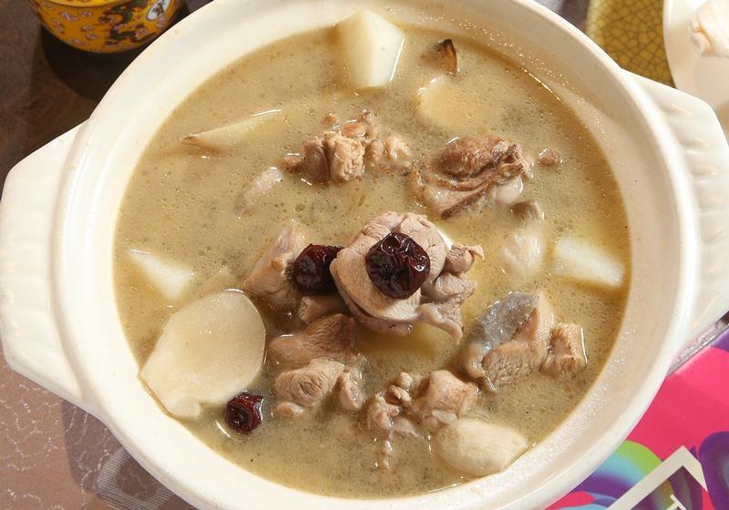 暖湯冬補 │ 金線蓮養生菇雞湯