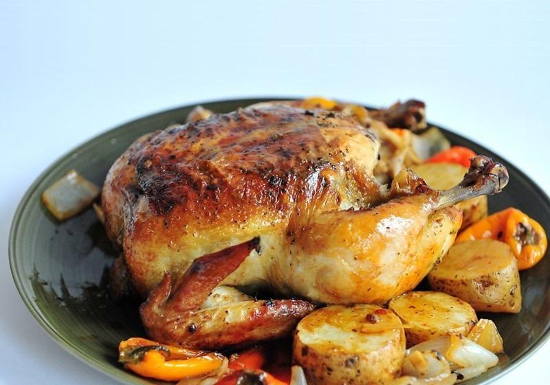 從處理、醃漬全雞開始,做出香嫩多汁的烤雞!(影音)