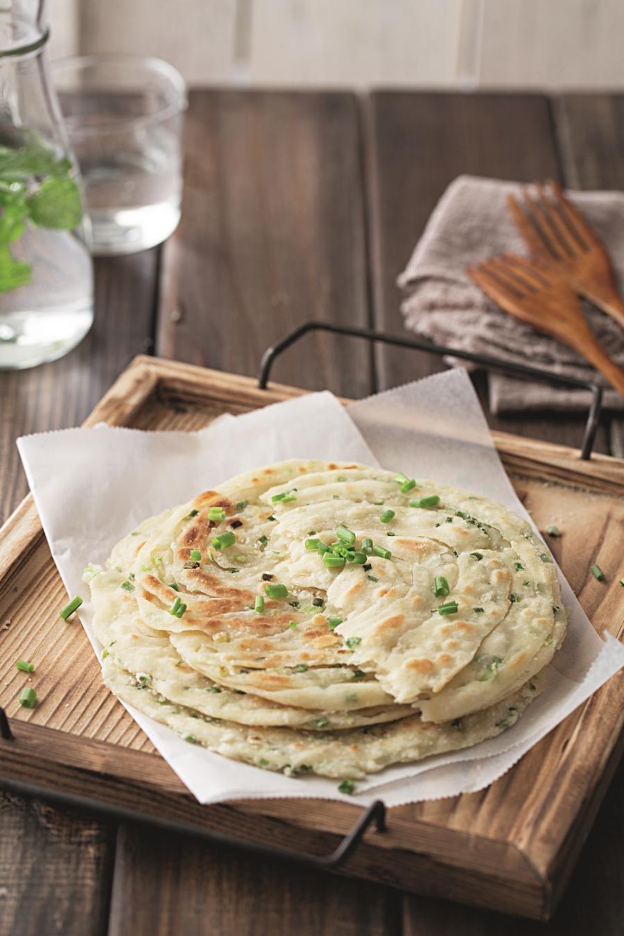蔥油餅自己做,外酥內軟的關鍵是「摺法」!