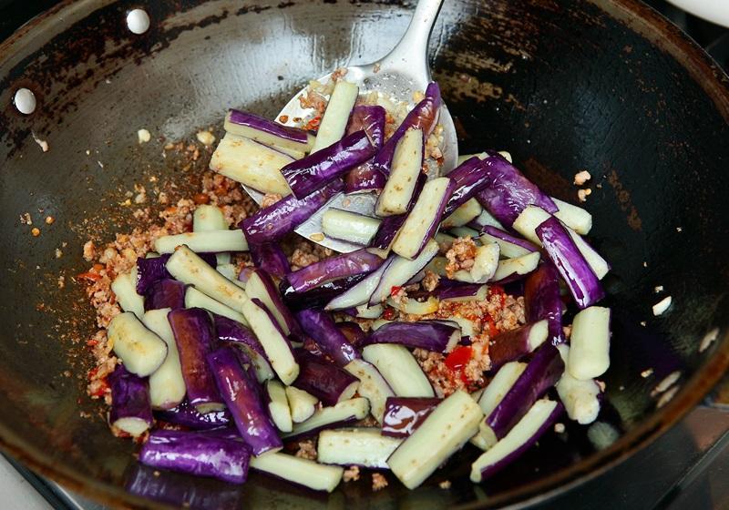 免過油、更健康!煮出不輸給餐廳的魚香茄子!