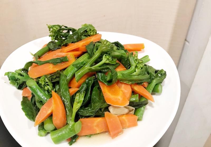 紅蘿蔔炒芥蘭