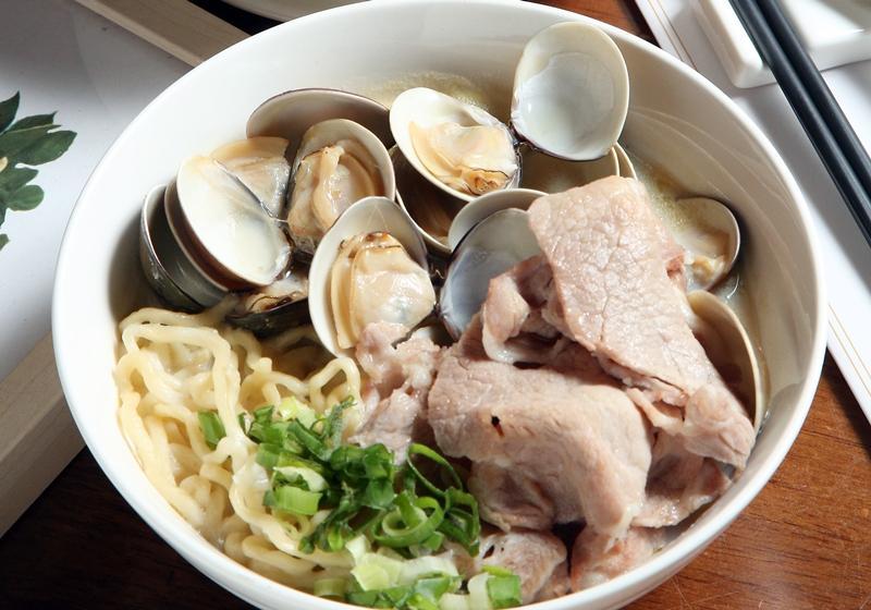 豆漿蛤蜊豬肉拉麵 (影音)