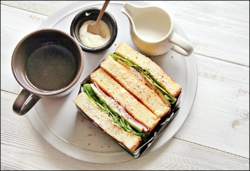 火腿鮮蔬三明治