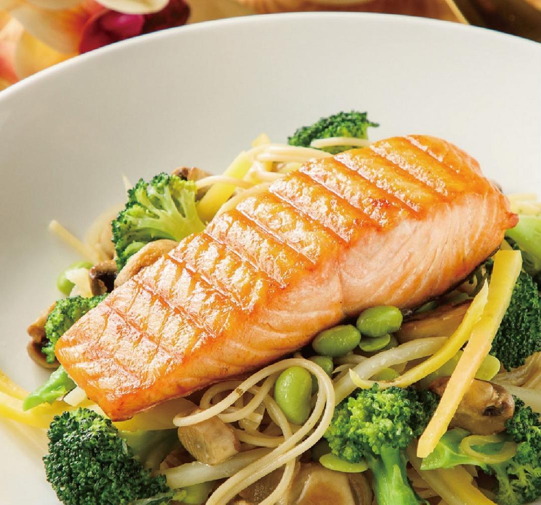 法式香蒜鮭魚鮮蔬義大利麵