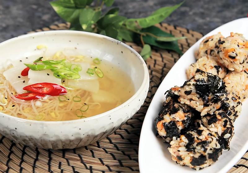 韓式豆芽菜冷湯 + 鮪魚飯糰 (影音)