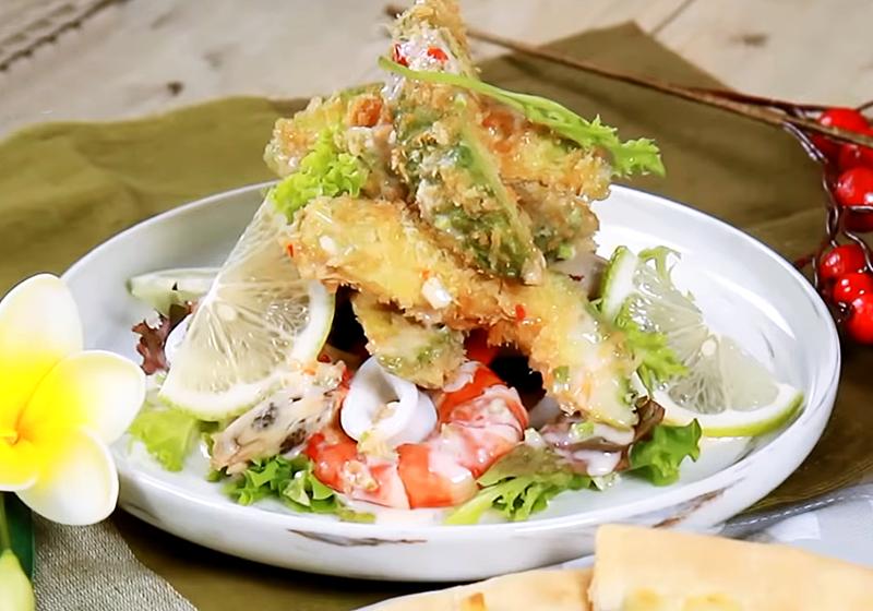 脆皮酪梨海鮮沙拉 (影音)
