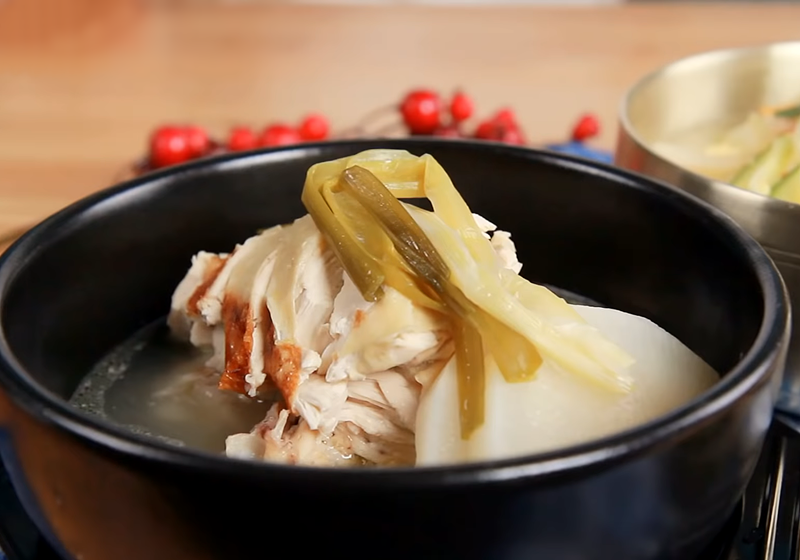 韓式一隻雞 | 正宗滋補全雞鍋,還能變身雞湯麵 (影音)