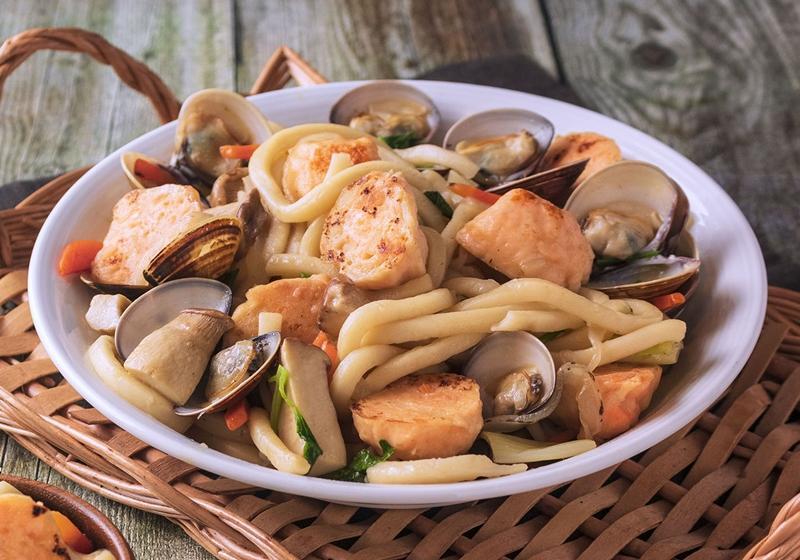 海鮮鮭魚丸烏龍麵