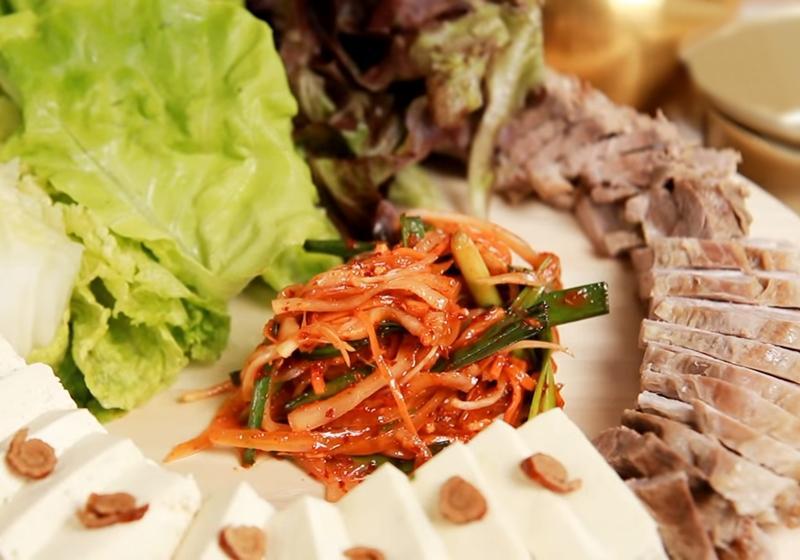 韓式生菜包肉 + 豆腐辣菜 (影音)