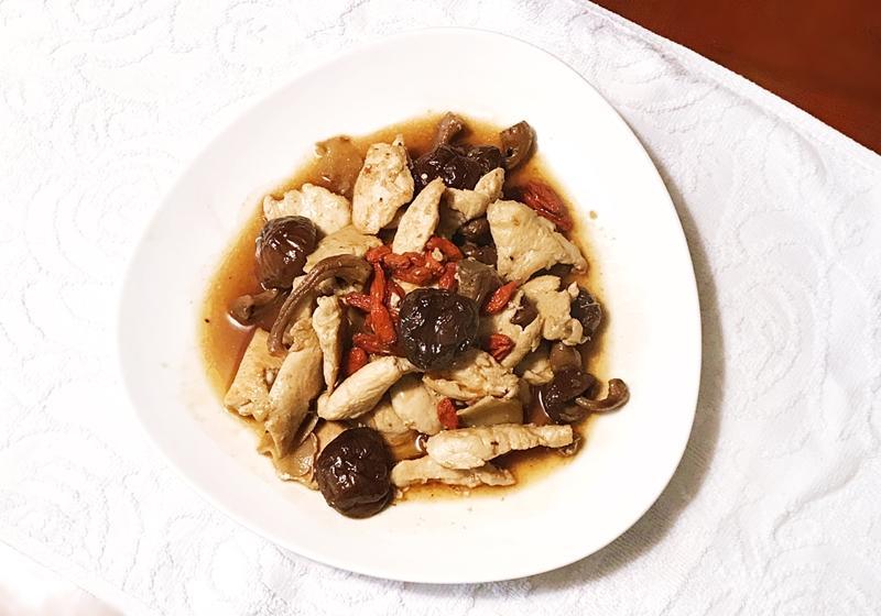 輕麻油香菇枸杞雞片