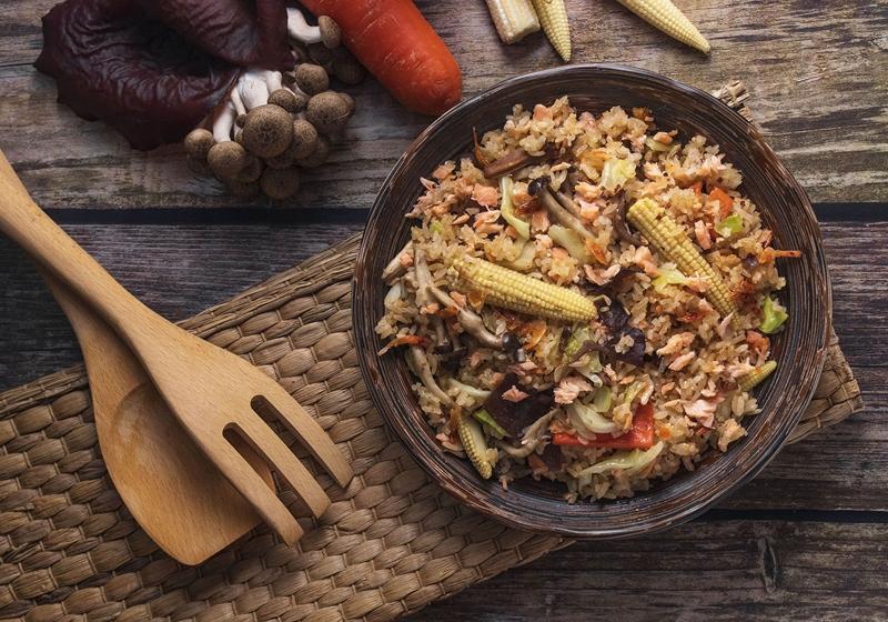 鮭魚五目紅藜麥油飯